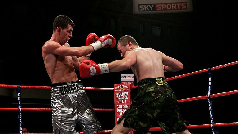 Darren Barker beat Ben Crampton (R) for the vacant Commonwealth title at York Hall