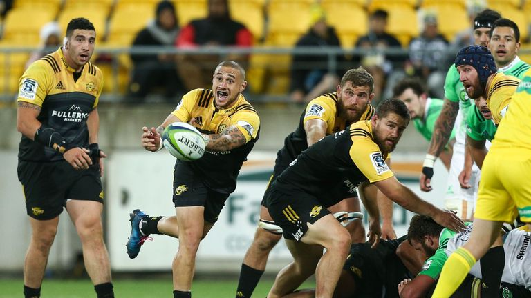 TJ Perenara makes a pass against the Highlanders