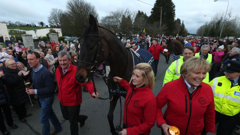 Sizing John received a hero's welcome