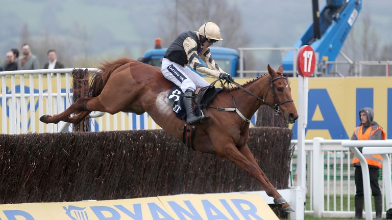 Yorkhill claimed the JLT at Cheltenham to provide Ruby Walsh and Willie Mullins with their first winners of the week