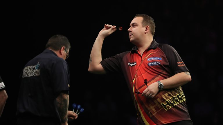BETWAY PREMIER LEAGUE 2017.MANCHESTER ARENA.PIC;LAWRENCE LUSTIG.GARY ANDERSON V KIM HUYBRECHTS.KIM HUYBRECHTS IN ACTION