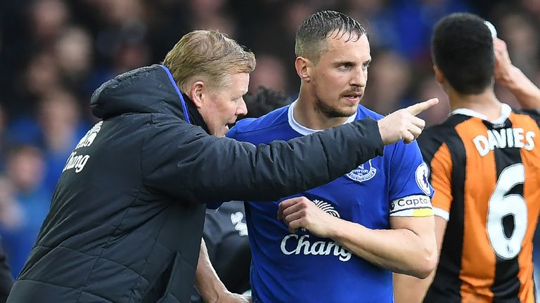 Ronald Koeman speaks with captain Phil Jagielka during the match against Hull City at Goodison Park
