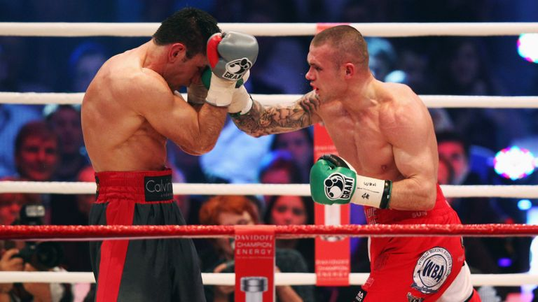 Martin Murray drew against Felix Sturm (L) in 2011