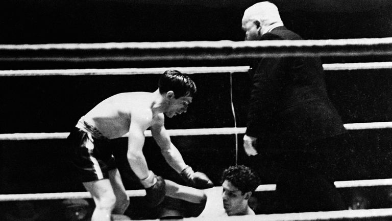 Jackie Paterson helped Mexican Manuel Ortiz up - only to lose on points