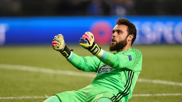 Celta's goalkeeper Sergio Alvarez celebrates progressing to the semis