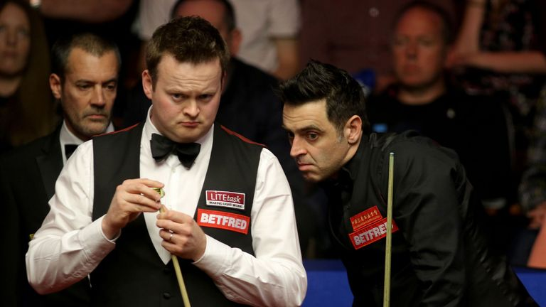 Shaun Murphy (left) trails Ronnie O'Sullivan 6-2 in Sheffield