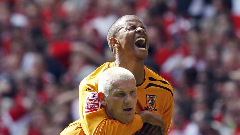 Hull's Dean Windass celebrates with Frazier Campbell