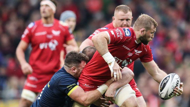 Munster's Dave Kilcoyne tackles John Barclay of Scarlets