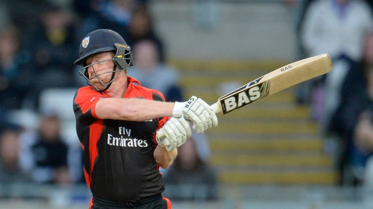 Paul Collingwood blasted 34 off 18 balls to help earn Durham a first T20 win of the season