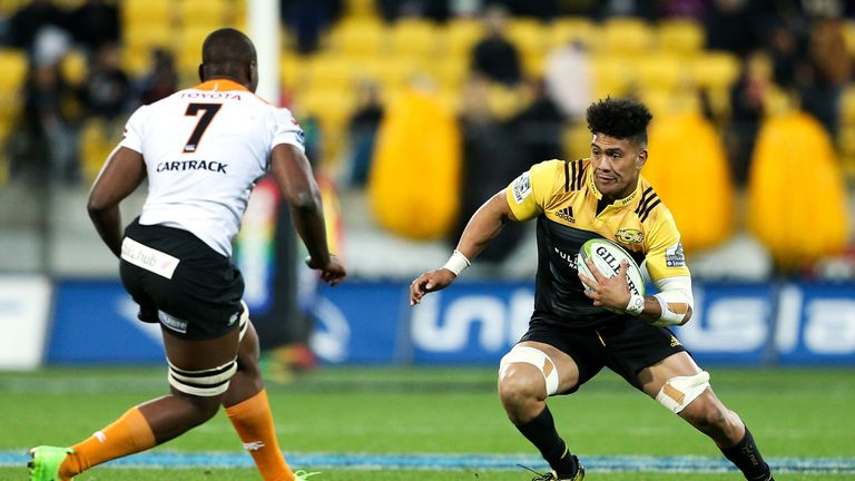 Ardie Savea attempts to evade the tackle of Cheetahs flanker Oupa Mohoje