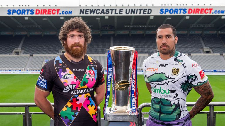 St Helens' Kyle Amor and Hull FC's Fetuli Talanoa with the Betfred Super League trophy ahead of their Magic Weekend game
