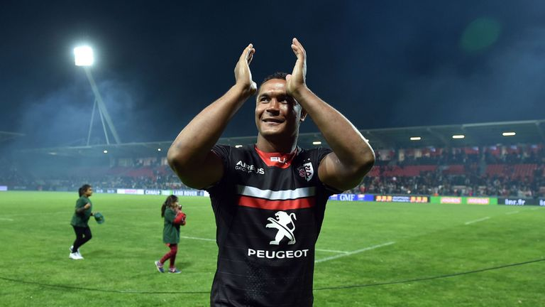 Thierry Dusautoir applauds the fans after his final game for Toulouse