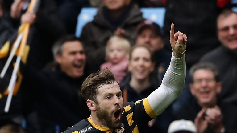 Elliot Daly of Wasps celebrates scoring their fourth try