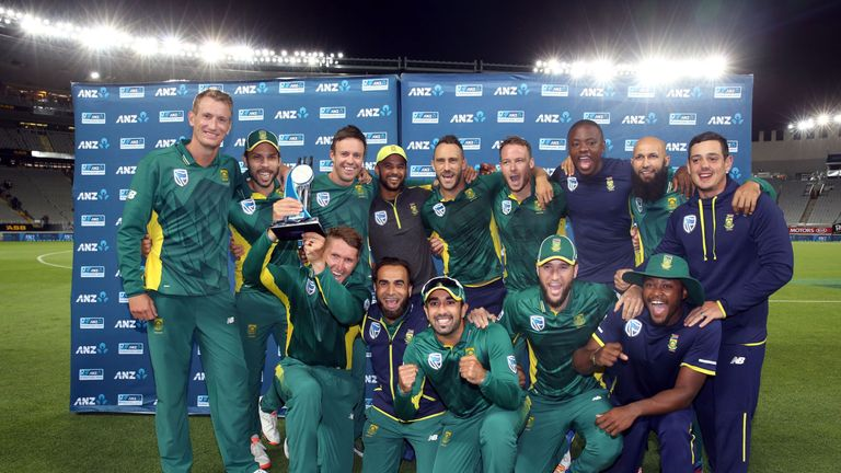South Africa celebrate after winning the one-day international cricket match between New Zealand and South Africa at Eden Park in Auckland on March 4, 2017
