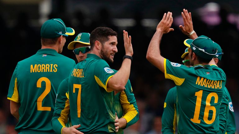 South Africa's Wayne Parnell (C) celebrates with team-mates after taking the wicket of Eoin Morgan