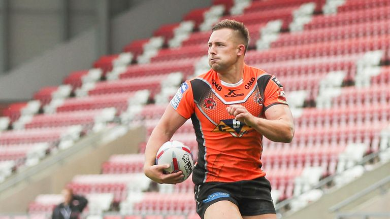 Greg Eden scores five tries as Castleford heap more misery on Warrington