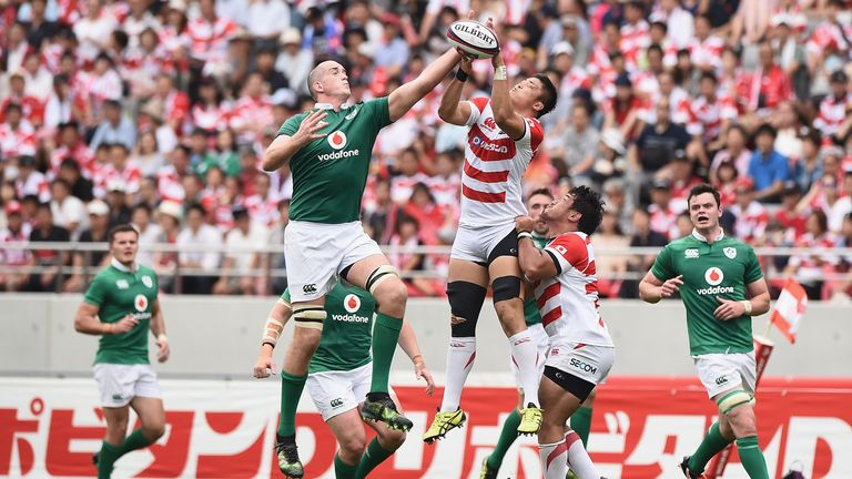 Devin Toner for the ball against Kotaro Yatabe