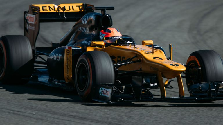 Kubica in action at Valencia in his private test for Renault