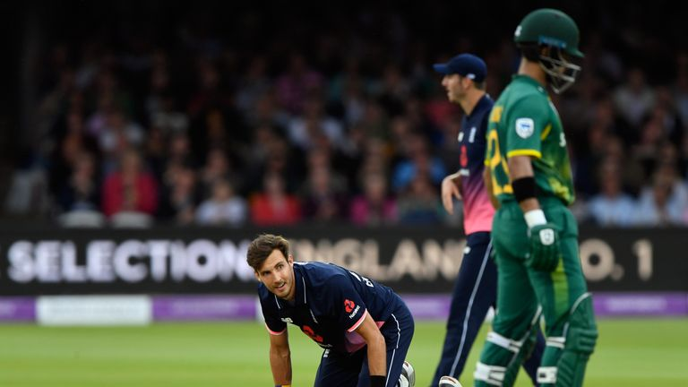 Woakes ruled out of Champions Trophy with side strain