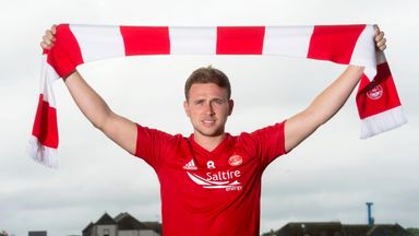 Former Dundee attacker Greg Stewart has signed a season-long loan deal at Aberdeen from Birmingham City.