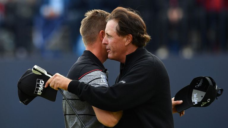 Winner Sweden's Henrik Stenson (L) is congratulated by runner-up, US golfer Phil Mickelson on the 18th green after shooting 63 in his final round to win th