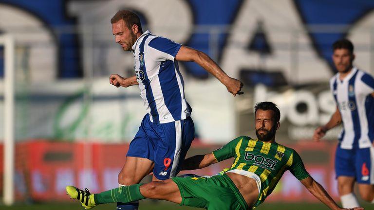 Porto's Belgian forward Laurent Depoitre (L) vies with Tondela's defender Fernando Ferreira