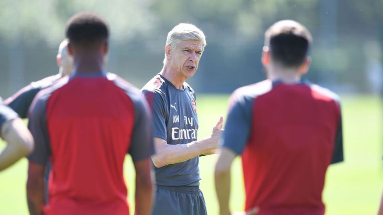 Arsene Wenger protects his players like a father, says Gilberto Silva
