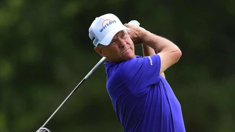 Davis Love III stayed in contention after an erratic second round
