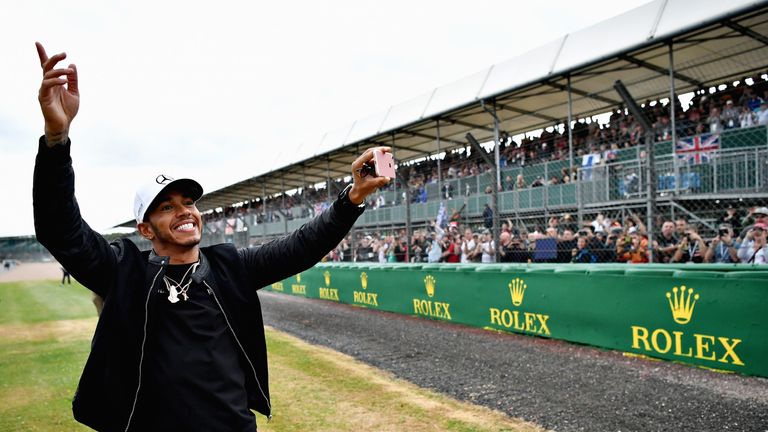 Hamilton takes pole for British F1 GP