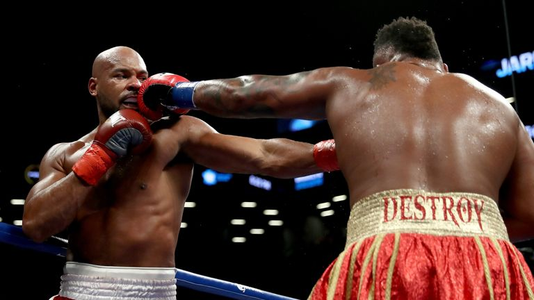 Jarrell Miller lands a jab on Gerald Washington