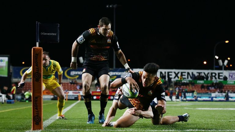 Stephen Donald watches on as Solomon Alaimalo scores the Chiefs' second try