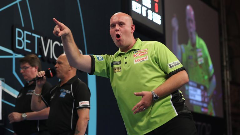 Michael van Gerwen beats Stephen Bunting in the first round of the World Matchplay.