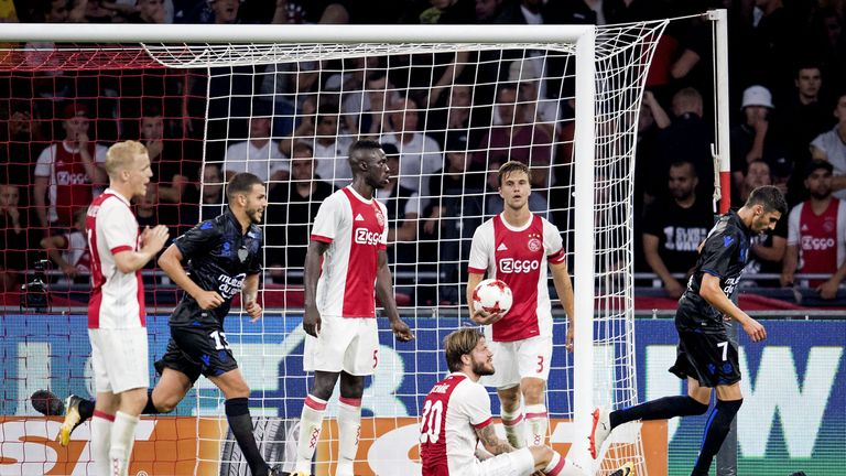 Ajax Players Stop Champions League Qualifier for Emotional Appie Nouri Tribute
