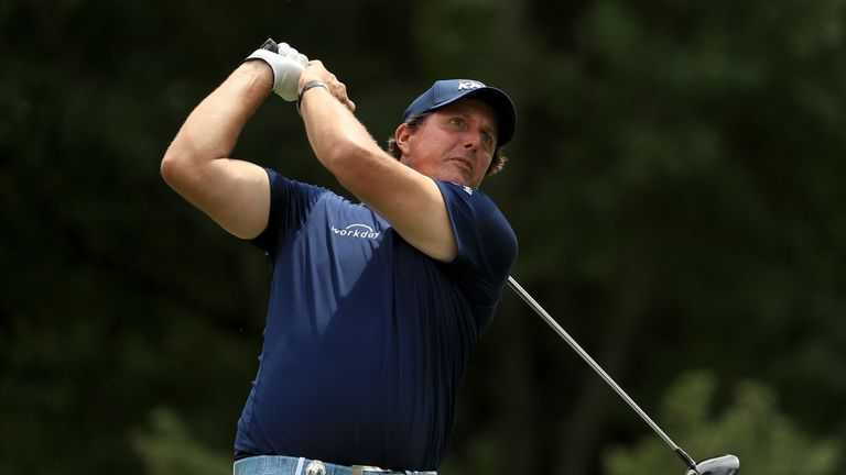 Phil Mickelson insists he can still qualify for the Presidents Cup without relying on a captain's pick