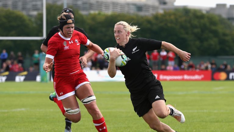 Kelly Brazier runs in a try for the Black Ferns against Canada