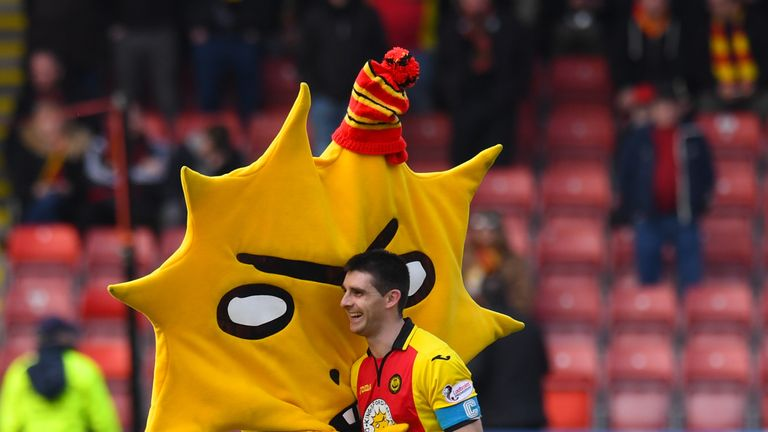 Partick Thistle's Kingsley 'moons' Celtic huddle Braveheart-style