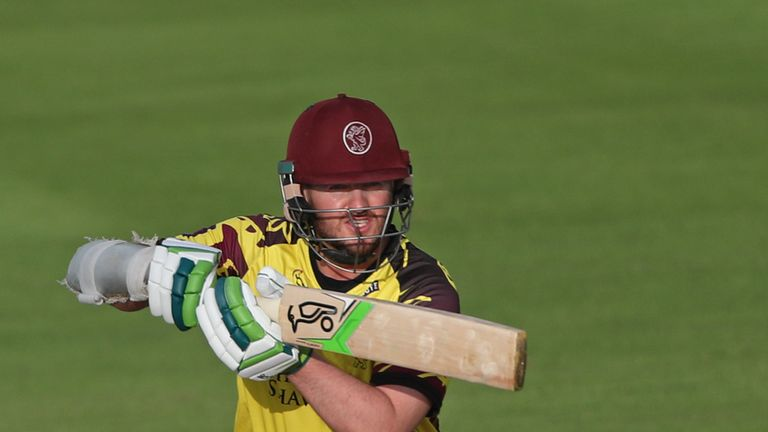 Steven Davies blasted 60 from 28 balls as Somerset successfully chased down 189
