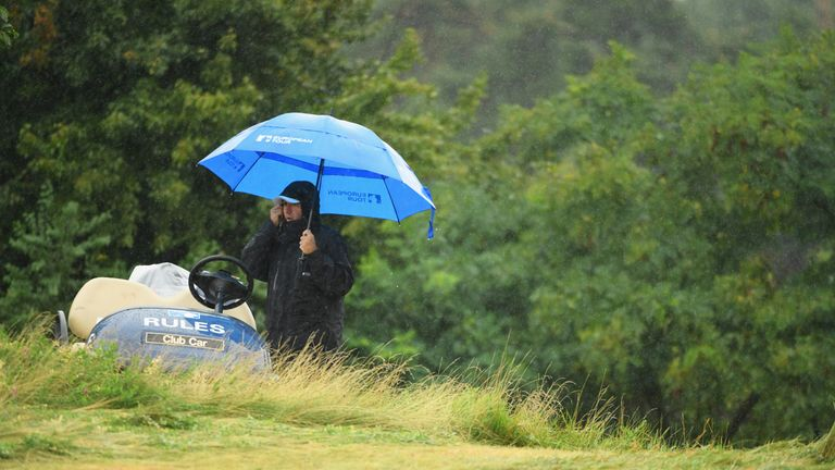 Chris Hanson leads rainy Czech Masters at the end of round two