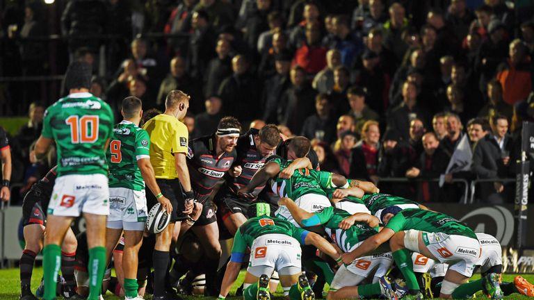 Edinburgh and Treviso forwards prepare for a scrum