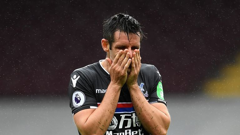 BURNLEY, ENGLAND - SEPTEMBER 10:  Scott Dann of Crystal Palace looks dejected during the Premier League match between Burnley and Crystal Palace at Turf Mo