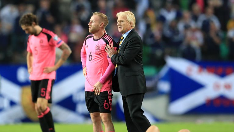 Scotland missed out on a World Cup qualification play-off place after drawing 2-2 with Slovenia on Sunday