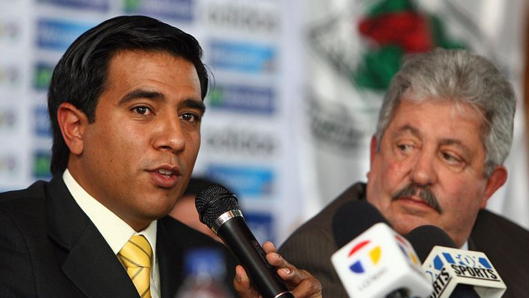 Rafael Esquivel, right, with the former Venezuela national team manager Cesar Farias