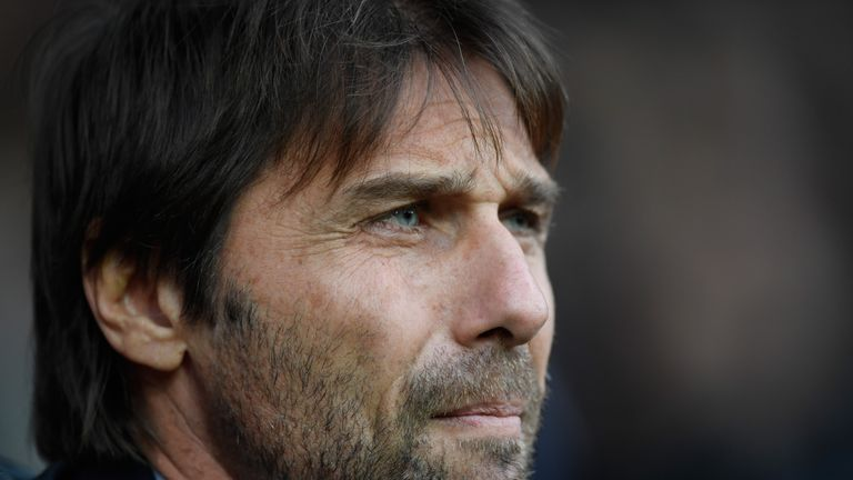 WEST BROMWICH, ENGLAND - NOVEMBER 18:  Chelsea manager Antonio Conte looks on during the Premier League match between West Bromwich Albion and Chelsea at T