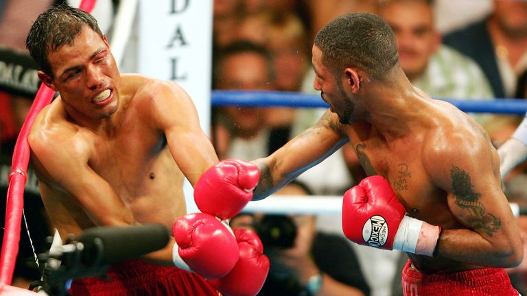 Diego Corrales (R) and Jose Luis Castillo locked horns at Mandalay Bay