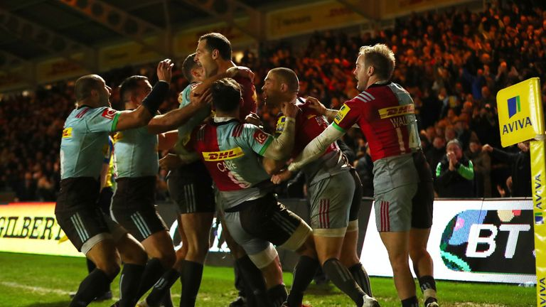 Harlequins celebrate after Tim Visser scores the winning try against Saracens