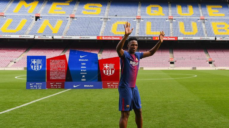 Mina walked onto the Nou Camp pitch without his boots