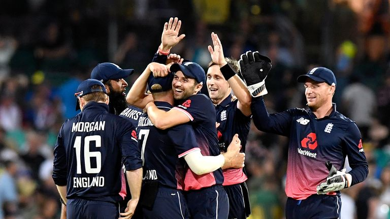 SYDNEY, AUSTRALIA - JANUARY 21:  Chris Woakes of England celebrates with team mates after taking the wicket of Marcus Stoinis of Australia during game thre