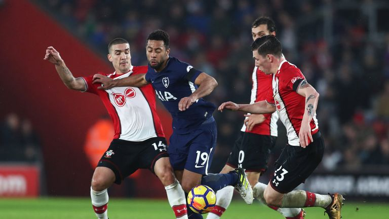 SOUTHAMPTON, ENGLAND - JANUARY 21:  Mousa Dembele of Tottenham Hotspur battles with Oriol Romeu and Pierre-Emile Hojbjerg of Southampton during the Premier