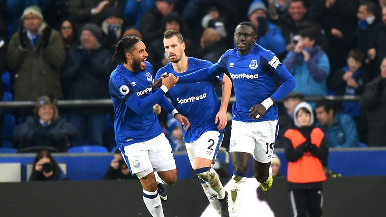LIVERPOOL, ENGLAND - JANUARY 20:  Oumar Niasse of Everton celebrates after scoring his sides first goal with his team mates during the Premier League match