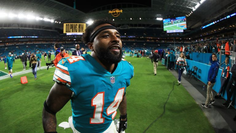 Dolphins agree to trade Jarvis Landry to Browns